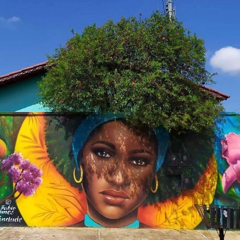 Художник украсил улицы портретами на стенах, вписав их в ландшафт городских деревьев - TwitNow.ru