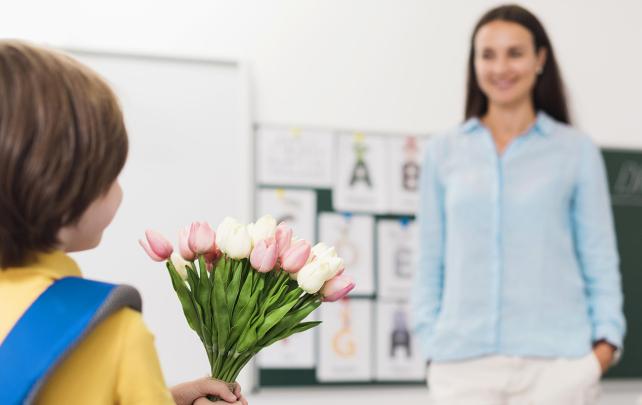 Что подарить учителю: идеи и советы - TwitNow.ru